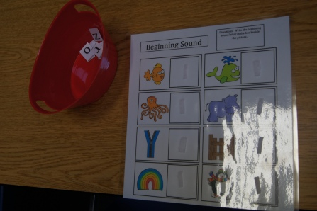 Kids had to find the beginning of each object at attach the correct letter.